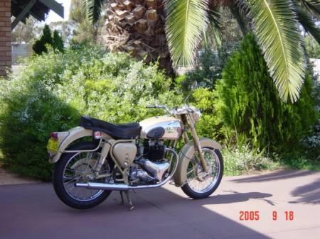 '54 Golden Flash Coolgardie day 2005.jpg